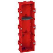 3gang FM box 6/8 modules D:40 mm vertical/horizontal screw/claw fixing 80143